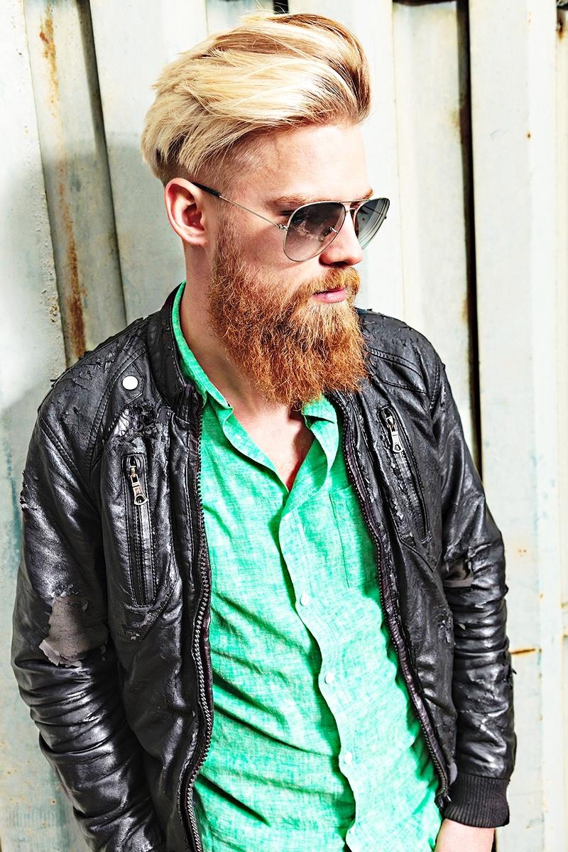 Рыжая борода у блондина